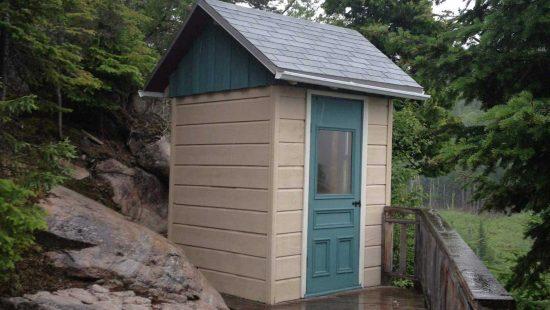 https://chaletsfjordsaguenay.com/wp-content/uploads/2021/03/refuge-chalet-a-louer-fjord-saguenay-exterieur-03-550x310.jpg