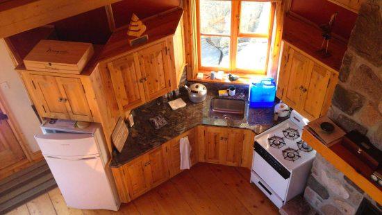 https://chaletsfjordsaguenay.com/wp-content/uploads/2021/03/refuge-chalet-cuisine-fjord-saguenay-02-1-550x310.jpg
